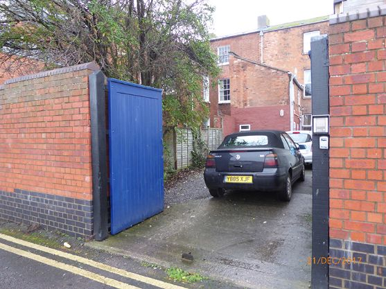 25 Worcester Street  - secure parking