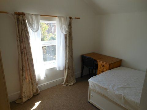 20 Kingsholm Road - bedroom