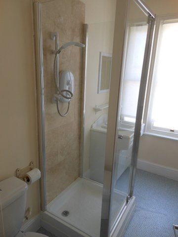 20 Kingsholm Road - shower