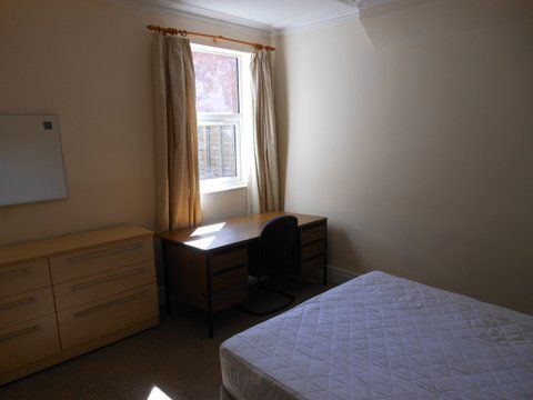20 Kingsholm Road - bedroom 1