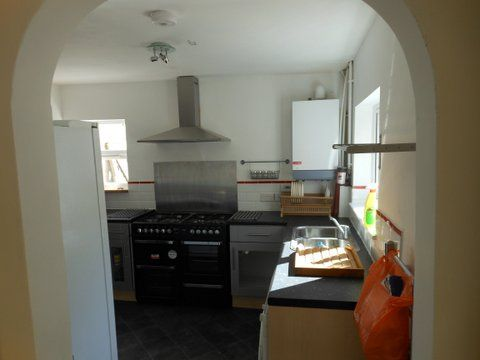 20 Kingsholm Road - kitchen