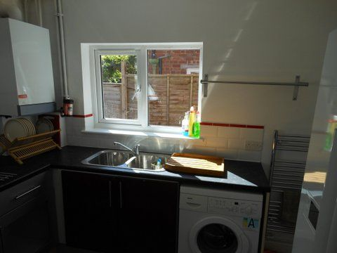 20 Kingsholm Road - kitchen 3