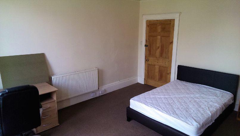 29 Oxford Street - bedroom