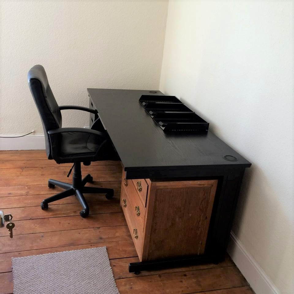 44 Rosebery Avenue - desk